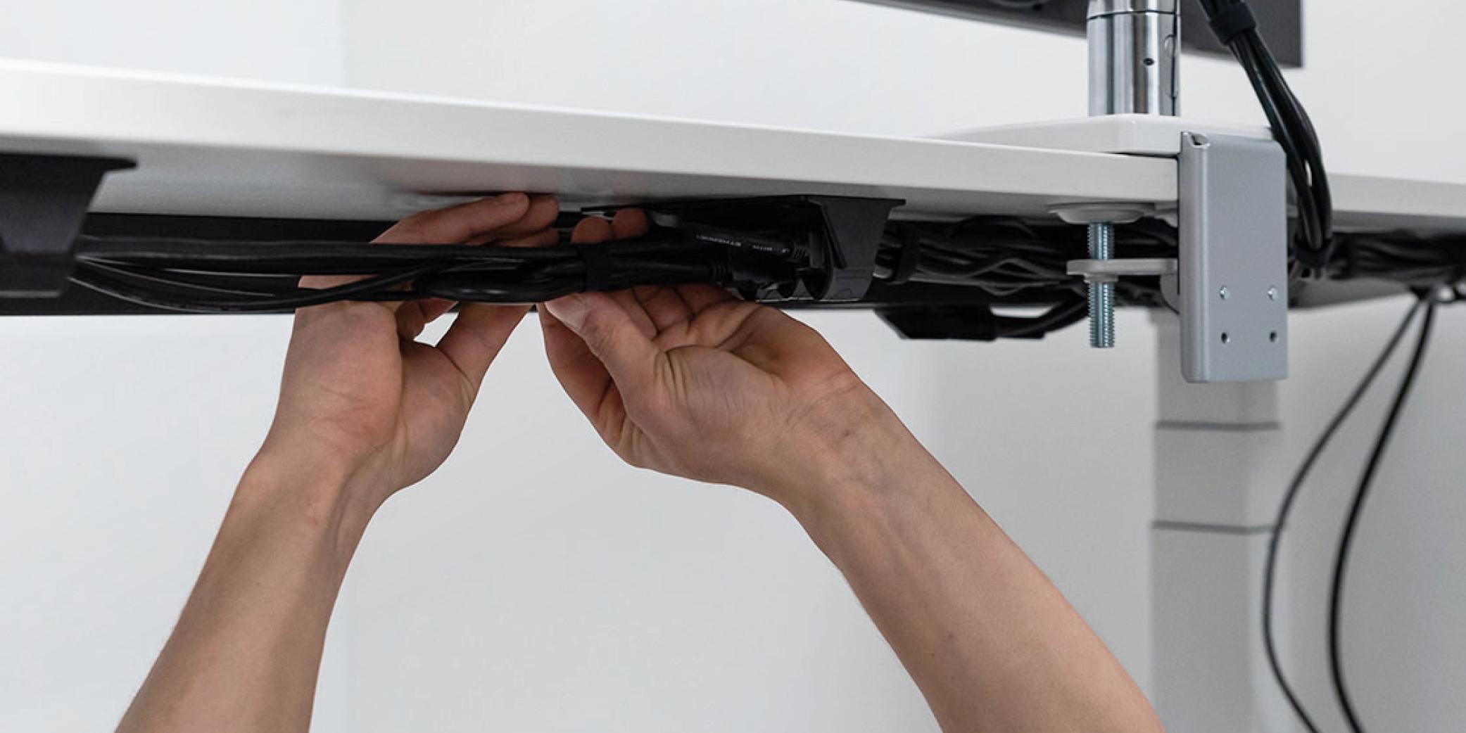 Kabelgeleiding - kabelmanagement -kabels onder bureau wegwerken - cable grips
