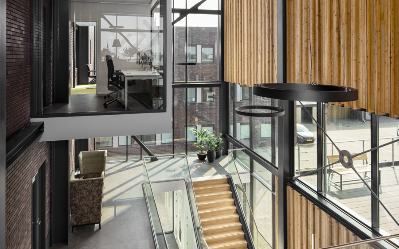 Weststrate - Beveland Wonen HQ web - werk plezier - mooie werkplek - kabelmanagement