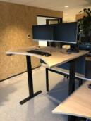Zit sta bureau - dubbele monitor arm - ergonomie - werkplekbekabeling
