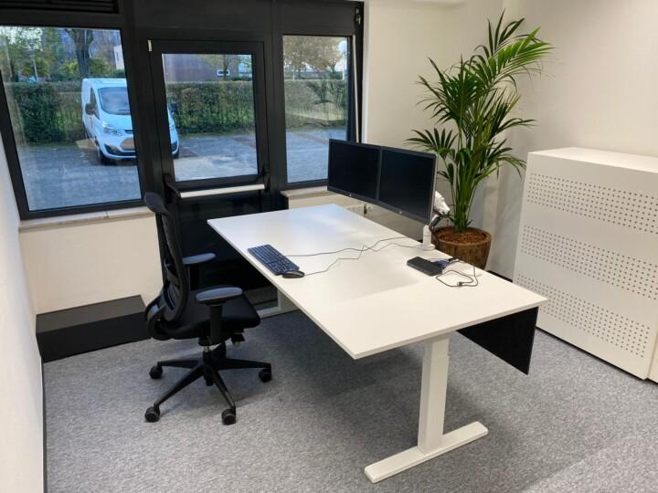 werkplekbekabeling - monitor armen - monitor stand 2 monitoren - ergonomische bureau stoel - flexwerkplek